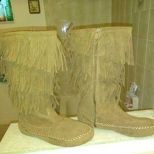 Fringe brown boots